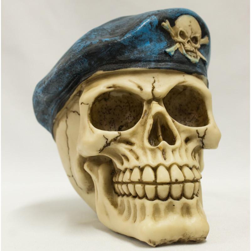 Caveira com Boina Cranio Decorativo Resinado D0244 b64cc6fd9d1